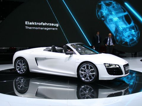 0909_01_z+2010_audi_r8_spyder_at_frankfurt+front_three_quarter_view