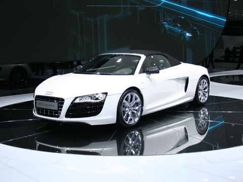 0909_03_z+2010_audi_r8_spyder_at_frankfurt+front_three_quarter_view