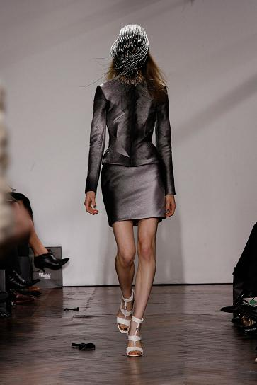 giles-deacon-winner-andam-award09_photo-yiannis-vlamos_yatzer_2