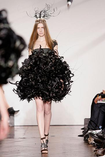 giles-deacon-winner-andam-award09_photo-yiannis-vlamos_yatzer_9